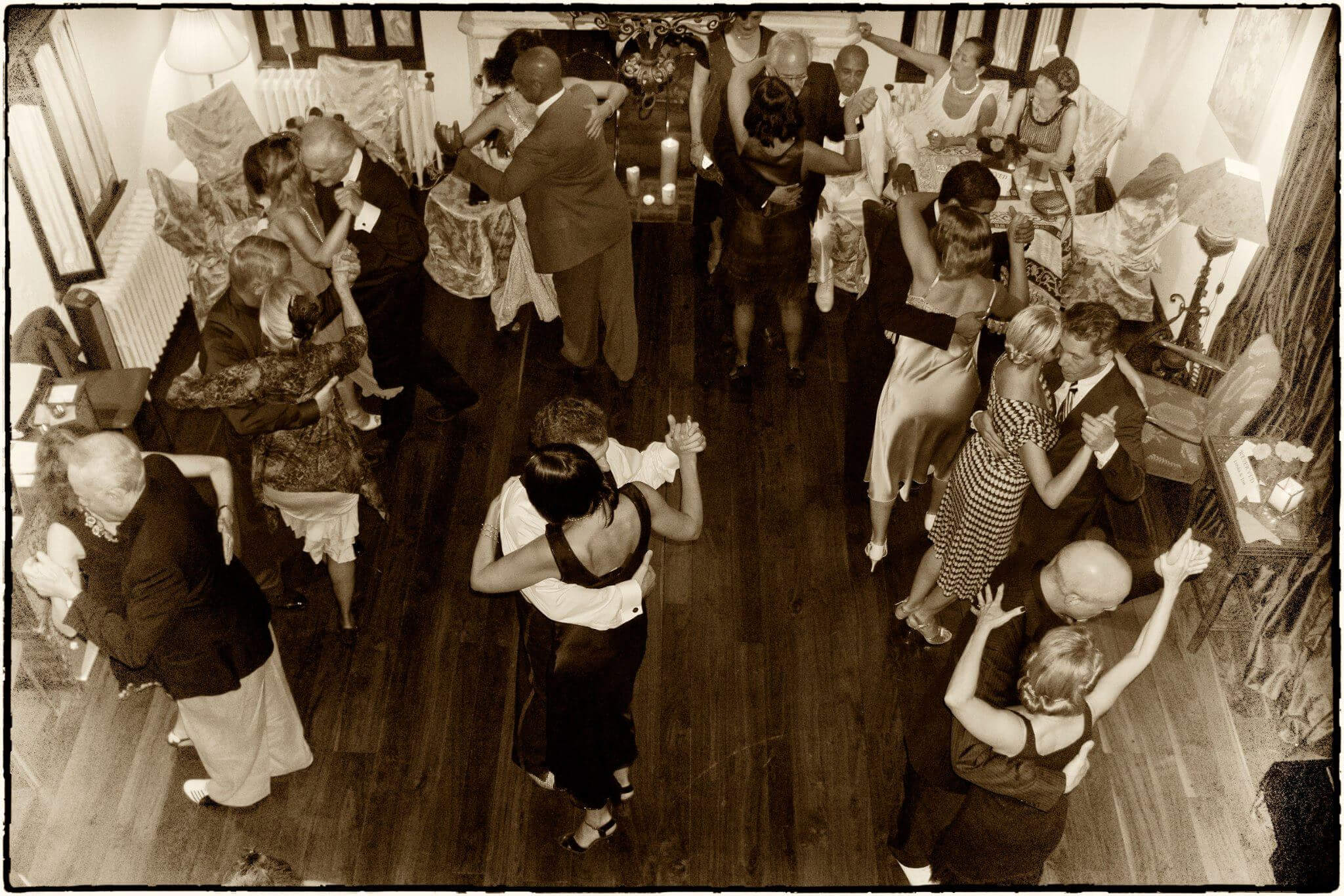 able tango party in 1930' style organized by Bana.